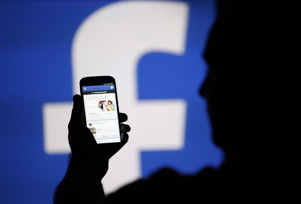 Facebook, stop alla raccolta dei dati di WhatsApp