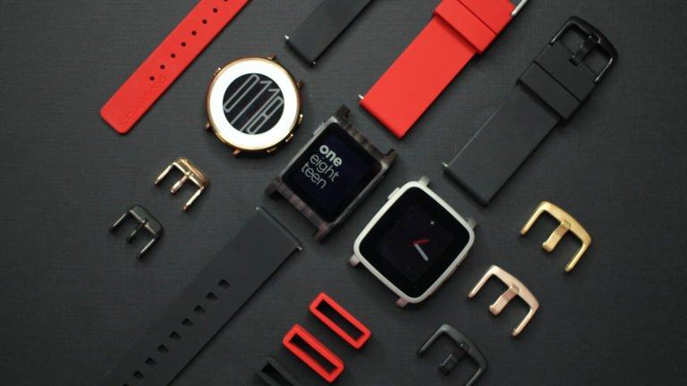 Fitbit acquisice Pebble: vendite chiuse, servizi dismessi e niente più garanzia